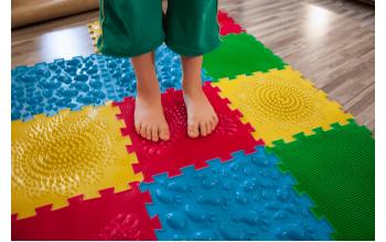 Как правильно выбрать ортопедический коврик для ребенка